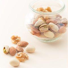 豊富なビタミンと潤いの元となるオイルを多く含むナッツ